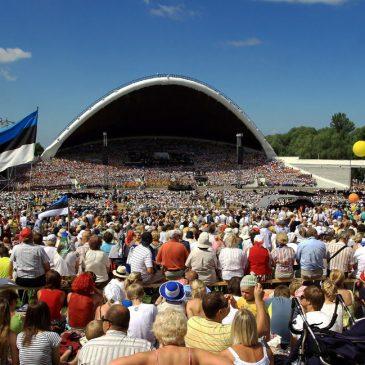 """Ta lendab mesipuu poole"" Estonian Song Celebration"